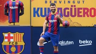 """Koeman le pidió al Kun Agüero que """"se prepare"""" para una """"exigente"""" temporada con el Barcelona"""