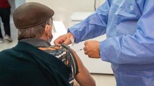 Provincia de Buenos Aires: desde este sábado, vacunarán a mayores de 70 sin turno