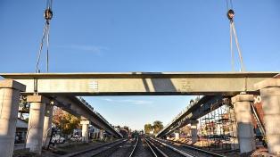 Finalizaron la colocación de un puente sobre las vías de la Línea Sarmiento