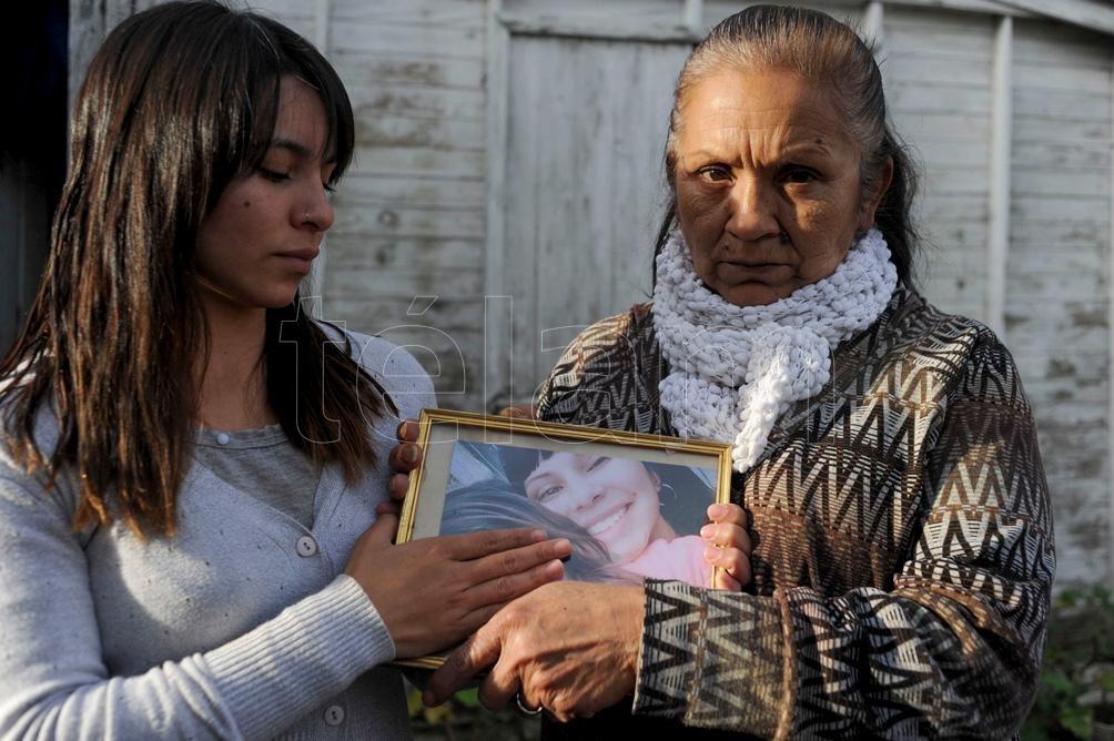 Milagros y Raquel Sandoval, hermana y madre de Florencia. Foto: Eva Cabrera.