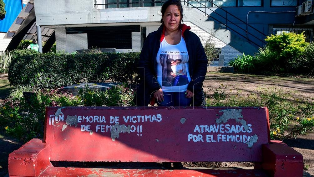 Lorena, hermana de Laura Rivero, asesinada por su última pareja en abril del 2019. Foto: Candelaria Lagos.