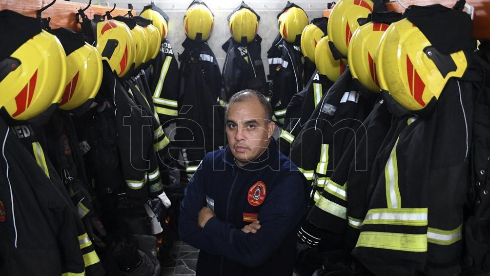 Marcelo Sandoval, Sargento Pimero, es bombero desde hace 11 años en el cuartel de Avellaneda.
