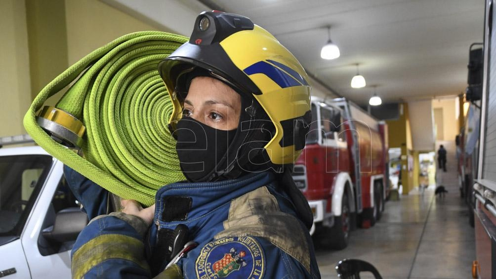 El 2 de junio de 1884 se fundó el primer cuartel de bomberos del país, en el barrio de la Boca.