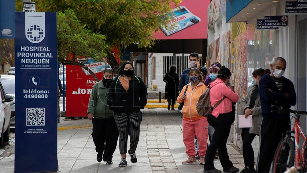 Según el último reporte oficial, la provincia de Neuquén tiene 4.805 personas contagiadas activas y la ocupación de camas UTI es del 100%.