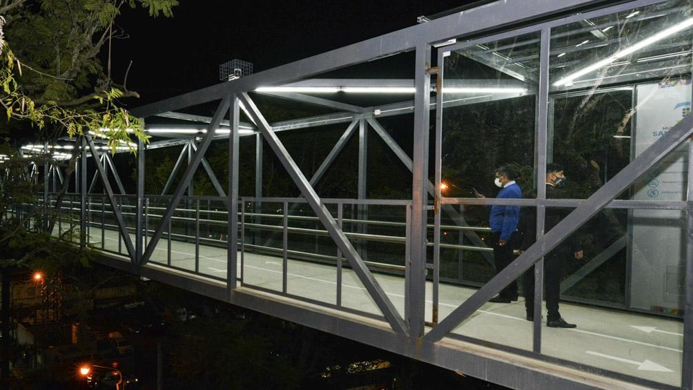 En la parte alta se instaló una pasarela metálica de al menos 54 metros y una torre.