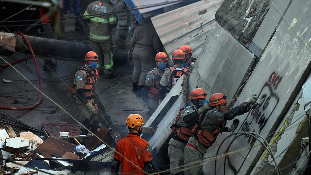 Una niña de tres años murió asfixiada entre los escombros y otras tres personas resultaron heridas en el derrumbe.