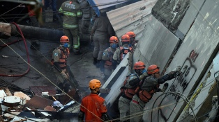 Una nena de 3 años y su padre murieron en el derrumbe de un edificio en Río de Janeiro