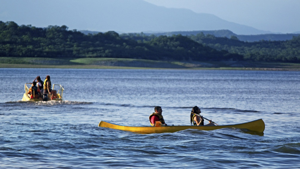 Un sitio ideal donde se practican actividades acuáticas como Windsurf, kitesurf, paseos en lancha y catamarán.