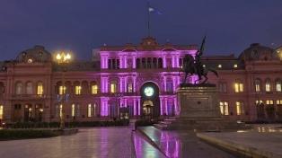 """La Casa de Gobierno lució violeta por el aniversario de """"Ni una Menos"""""""