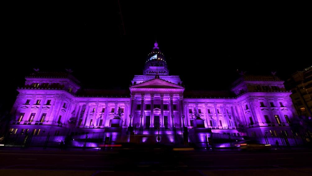 El Congreso se iluminó de violeta a seis años del primer