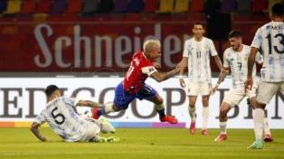 Argentina fue más pero no pudo con Chile
