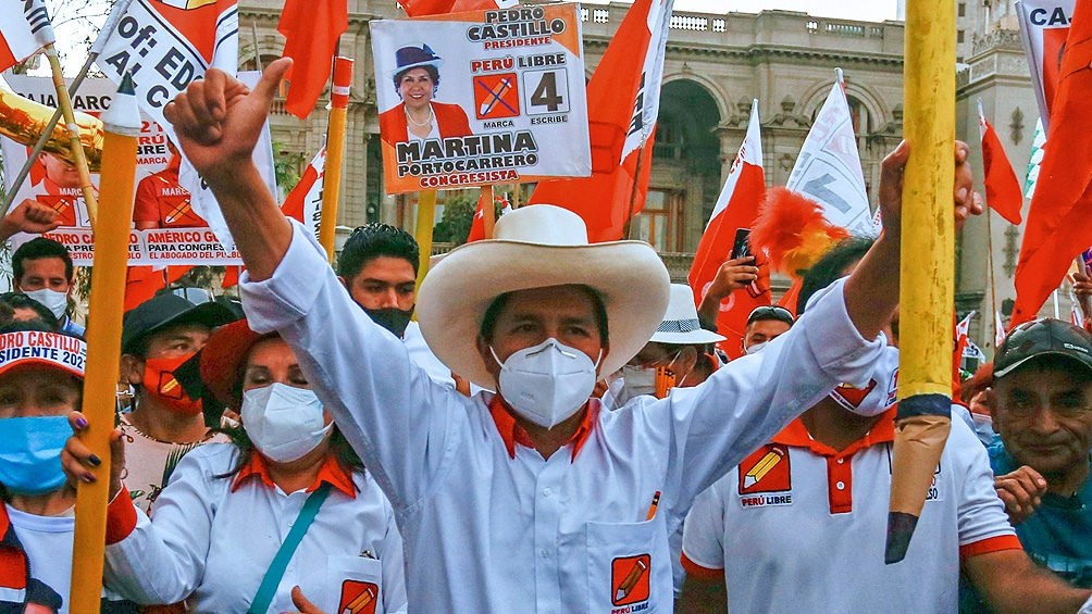 Fernández felicitó a Pedro Castillo por las elecciones presidenciales en Perú, antes de ser consagrado