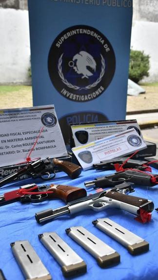 Fueron incautadas siete armas y más de mil municiones.