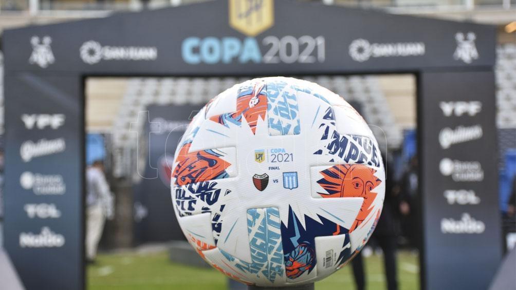 La pelota oficial de la final entre Racing y Colón que se juega en San Juán