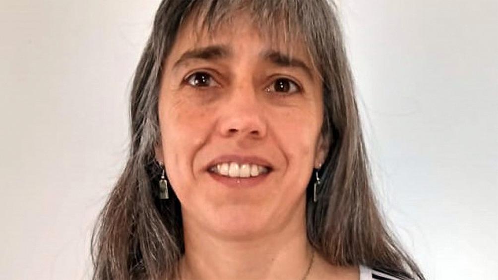 Serquis es doctora en Ciencias Físicas y cursó sus estudios en el Instituto Balseiro y en la Universidad de Buenos Aires.
