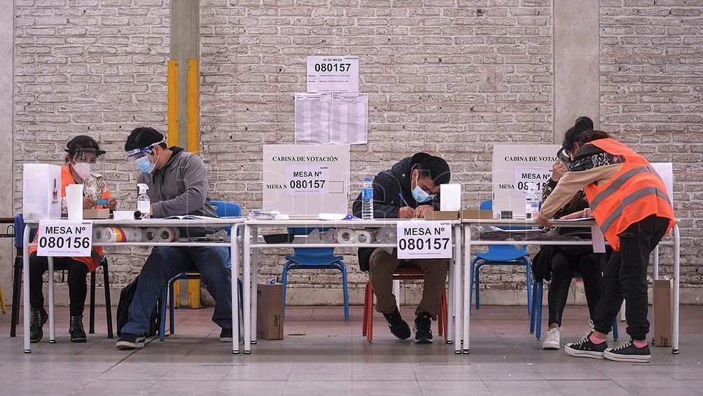 En Perú resuelven las impugnaciones para proclamar al ganador.