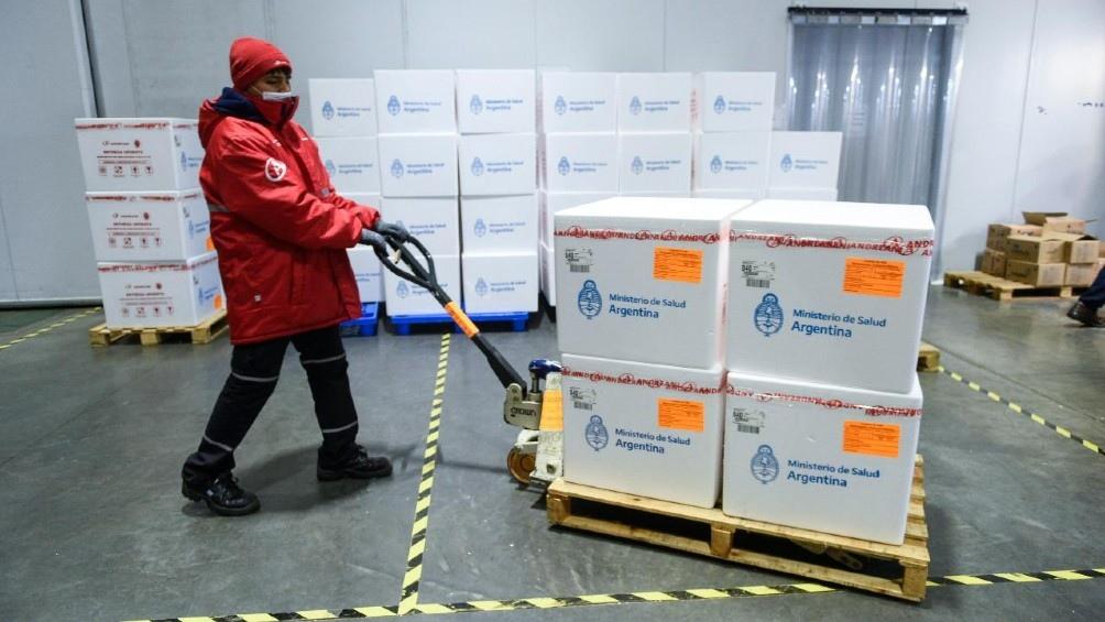 Llegada del vuelo 17 de Aerolíneas Argentinas desde Rusia con dosis de vacunas.
