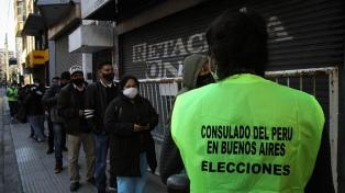 Un millón de peruanos en el extranjero eligen presidente entre Castillo y Fujimori