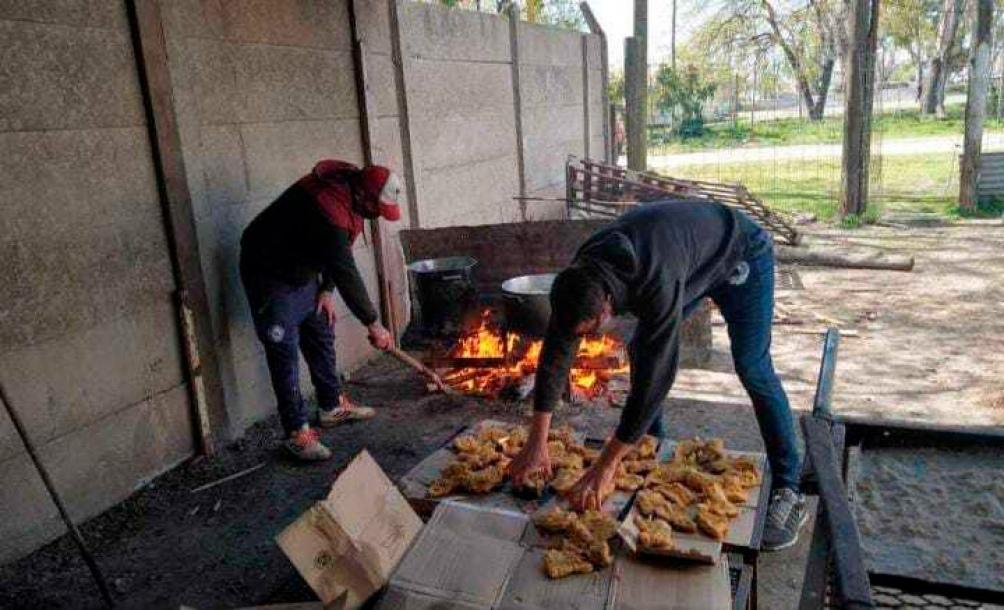 El año pasado, los excombatientes llevaron a comedores de La Plata, Ensenada y Berisso pescado congelado que aportaron distintas empresas.