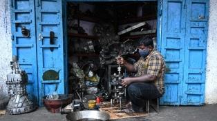 Nueva Delhi y Bombay empiezan a levantar restricciones contra el coronavirus