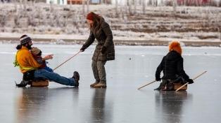 Por la tragedia en Río Turbio, insisten en prohibir patinar en lagunas congeladas