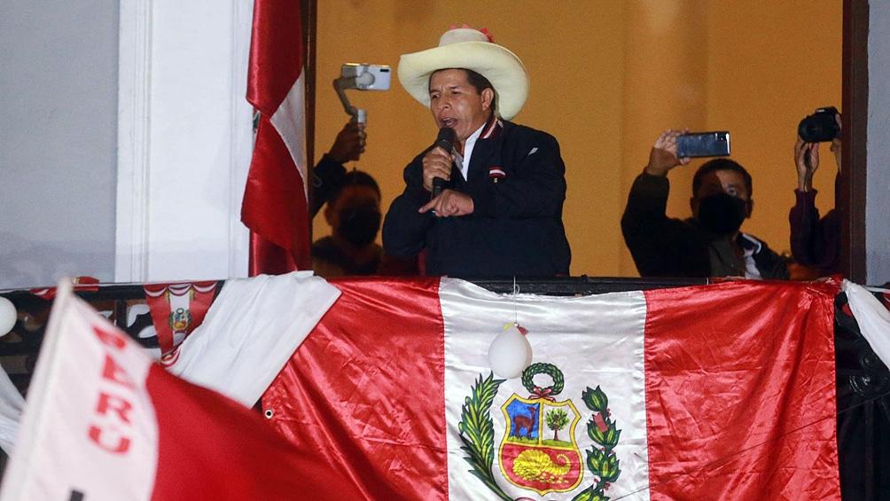 """Pedro Castillo aseguró que cuenta con un """"informe"""" de su partido que contiene el """"conteo oficial"""" de los votos."""