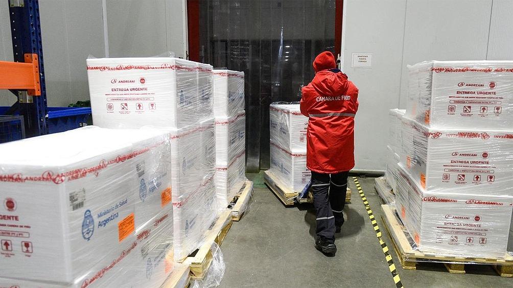 Este martes llegaron al país otras 81.850 dosis del componente 1; 400.000 del componente 2, y 300 litros del principio activo.