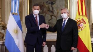 Fernández y Sánchez cerraron un foro empresarial con marcado apoyo español a la negociación de la deuda