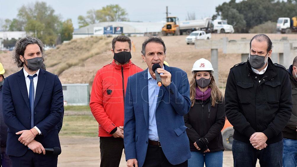 El acto se realizó en el predio de las obras de construcción de la Autopista Paseo Urbano, conocida como El Cholo.