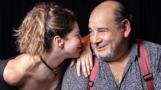"Romina Gaetani y Roly Serrano reestrenan ""Dos velas"" por streaming"