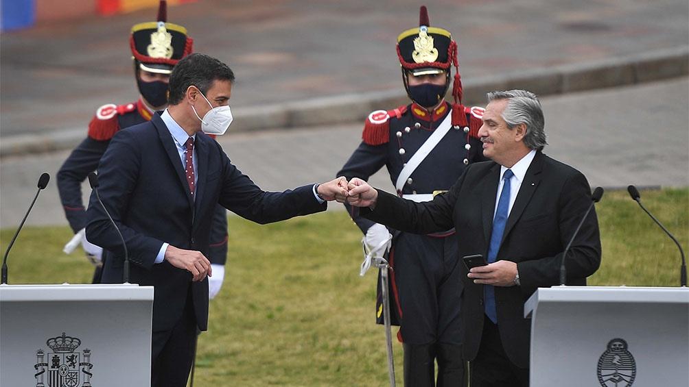 Ambos mandatarios en la conferencia de prensa en las afueras de la Casa Rosada.