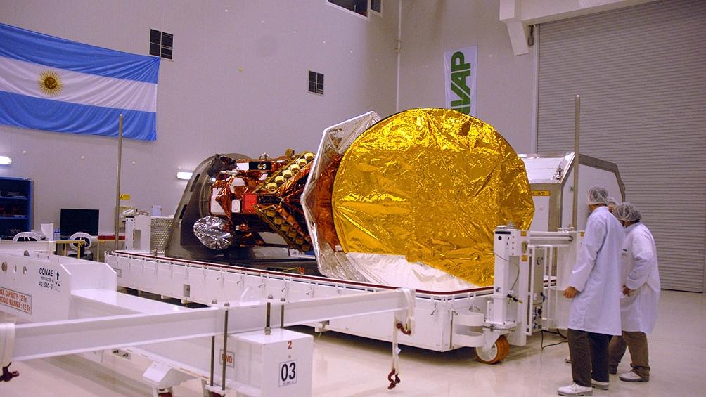 La fabricación del satélite comenzó en 2007 y se logró ponerlo en órbita en 2011.