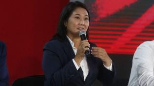 La justicia dictaminó que Keiko Fujimori sigue libre pero sin poder reunirse con sus colaboradores