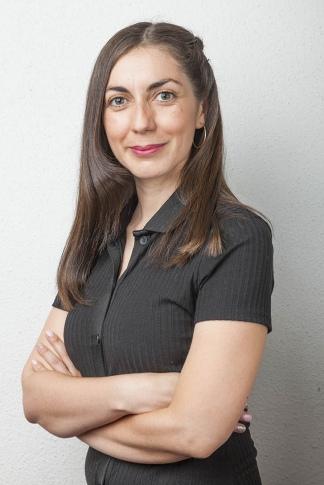 Camila integra el ARPA del Centro de Investigación Avanzado en Educación (CIAE) y es una connotada activista y especialista en educación no sexista.