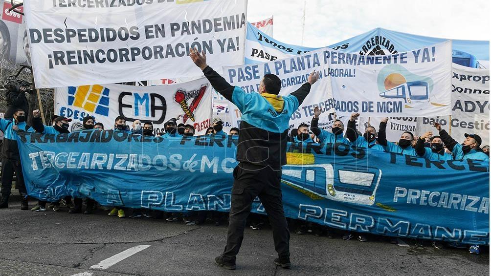 """""""Vamos a la Plaza porque la deuda es con el pueblo, el salario no alcanza y la pobreza sigue creciendo"""" planteó Alejandro Bodart del MST-FIT Unidad."""