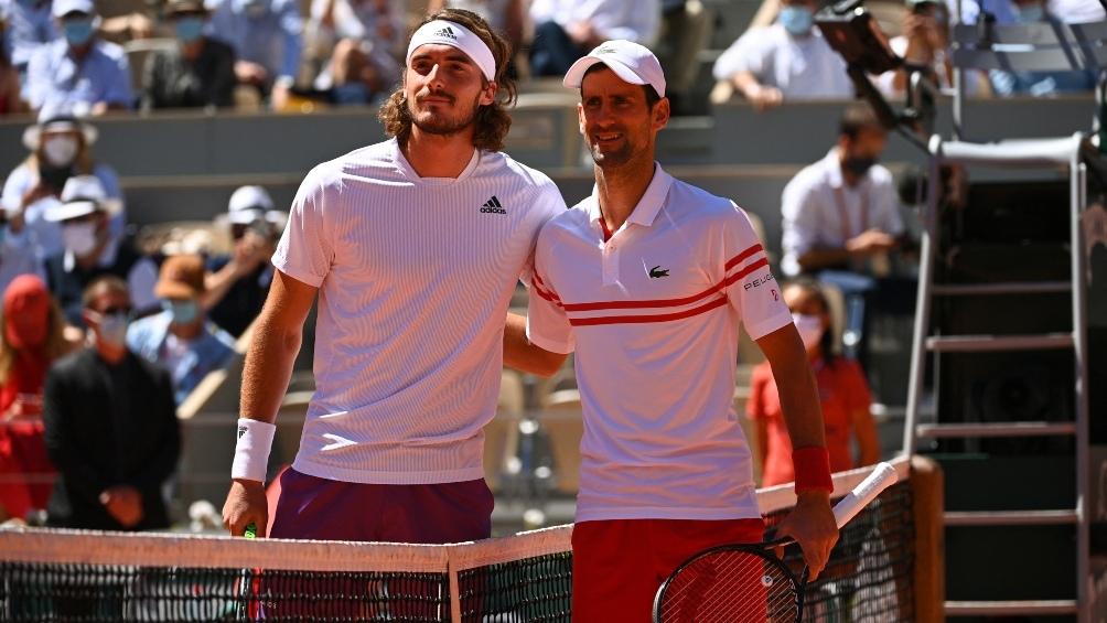 Los antecedentes entre ambos resaltan cinco victorias de Djokovic contra dos de Tsitsipas.