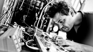 El músico Santiago Vazquez presenta una pieza sonora en el Día Mundial del Refugiado