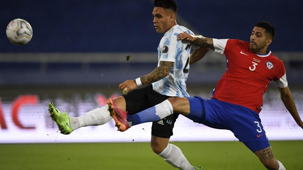 Argentina mostró dos caras de su juego y empató ante Chile