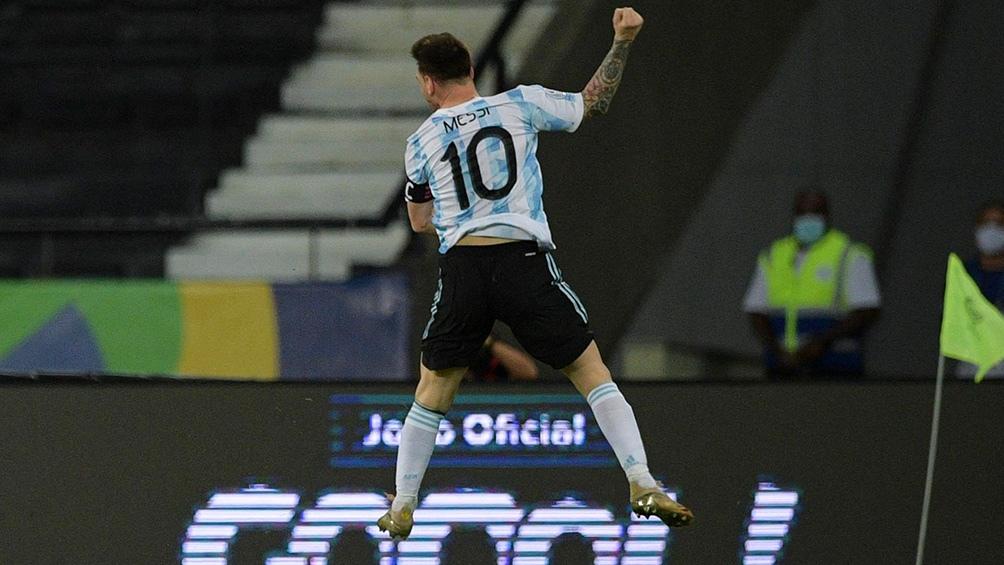 El gol 73 -ante Chile, el miércoles último- lo celebró con un salto típicamente maradoniano.