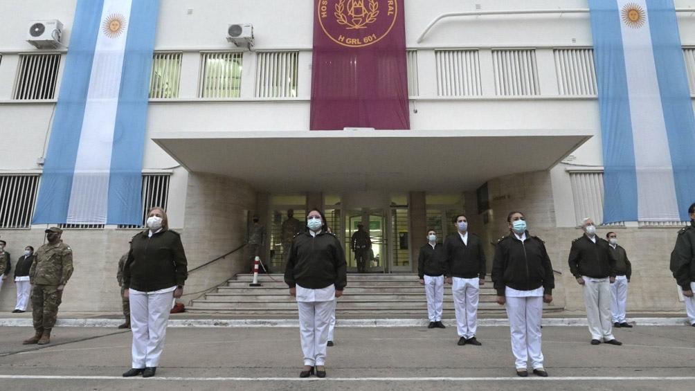 La ceremonia se realizó en la Plaza de Armas del hospital.