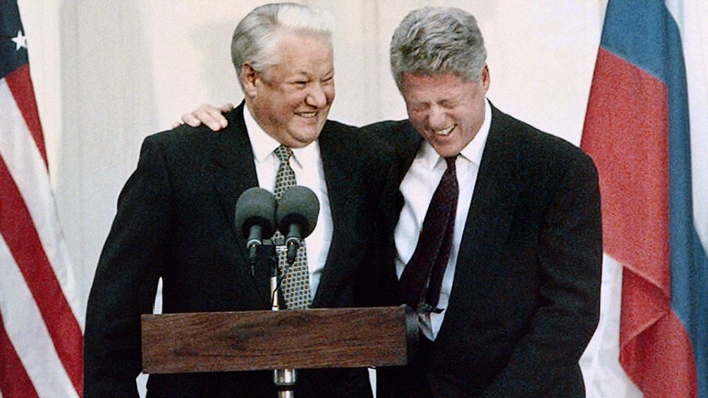Bill Clinton inició junto a Boris Yeltsin una serie de ocho cumbres, en las que estrecharon las relaciones entre sus países. Foto: AFP