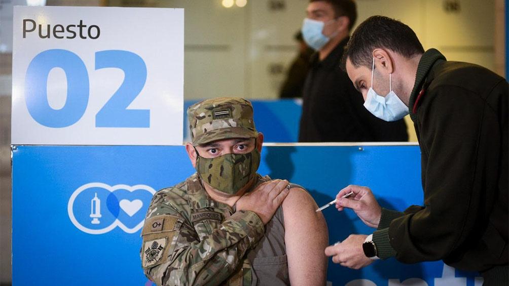 La vacunación contra la Covid-19 al personal de las Fuerzas Armadas y de Seguridad ya superó las 8.000 aplicaciones.