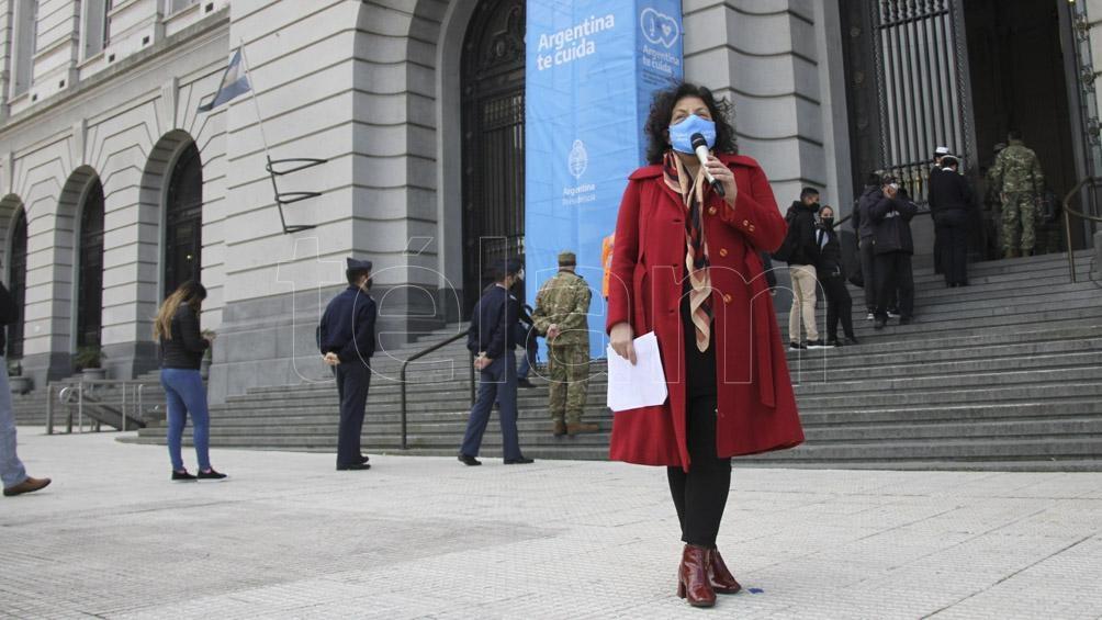 El encuentro siguió por el vacunatorio instalado por el gobierno nacional en el CCK.