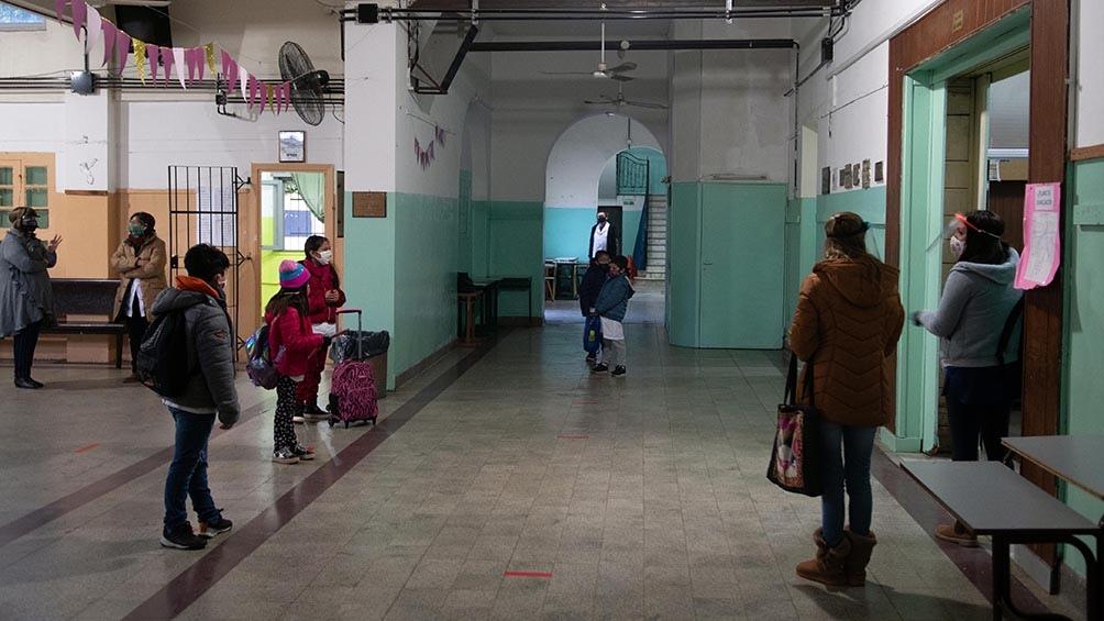 Con el regreso a las escuelas de más de tres millones de estudiantes en la provincia de Buenos Aires se normaliza la presencialidad.