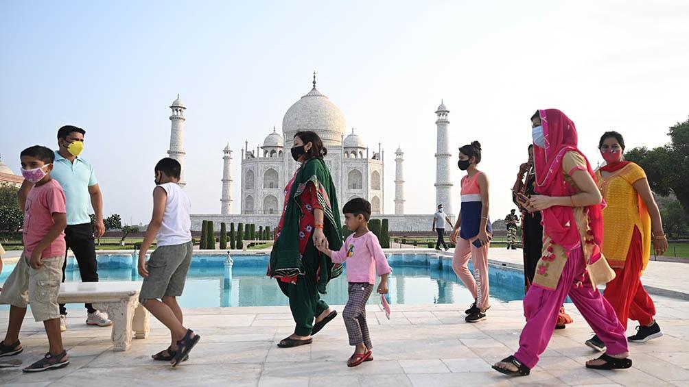 Taj Mahal, el lugar turístico más visitado de India, reabrió sus puertas después de un cierre de dos meses.