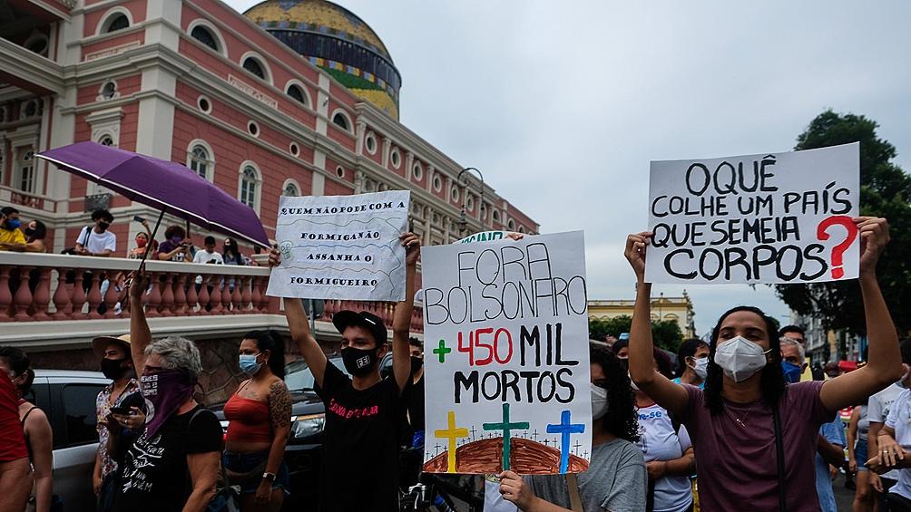 Bolsonaro insistió en pedir a los gobernadores eliminar las cuarentenas