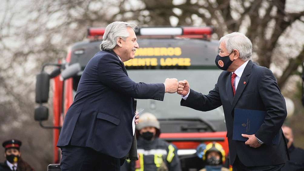 """Alberto Fernández destacó este miércoles la labor cotidiana que realizan los 43 mil """"bomberos y bomberas voluntarias""""."""