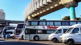 Transportistas de turismo levantaron el corte de 9 de Julio y San Juan