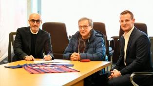 Paolo Montero firmó su contrato como técnico y dirigió su primera práctica