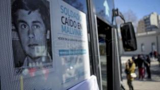 """Colocaron en colectivos fotos de 15 caídos en Malvinas a modo de """"homenaje permanente"""""""